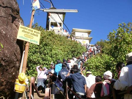 Adam's Peak crowded